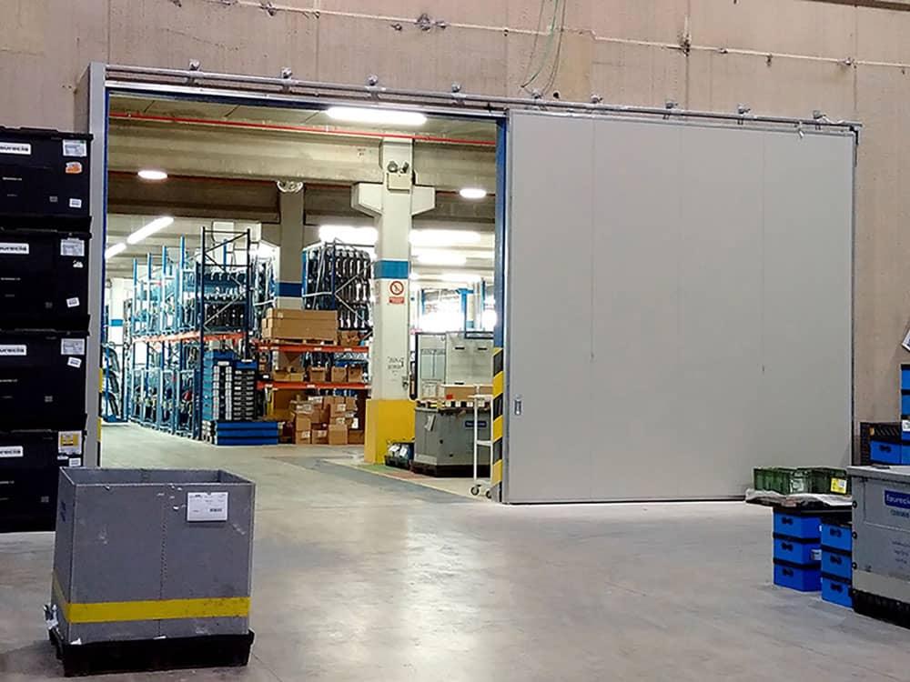 Puertas industriales y sistemas de carga en Faurencia