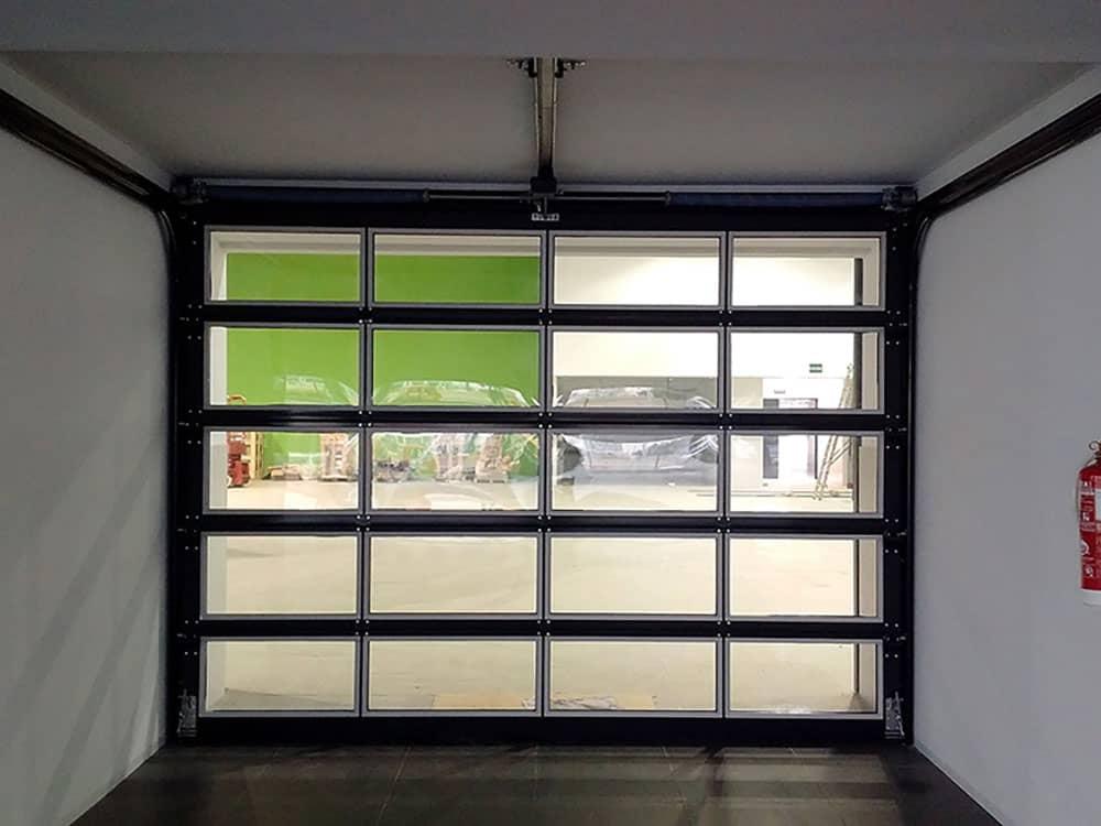 Puertas industriales y sistemas de carga concesionario de Porsche en Valencia