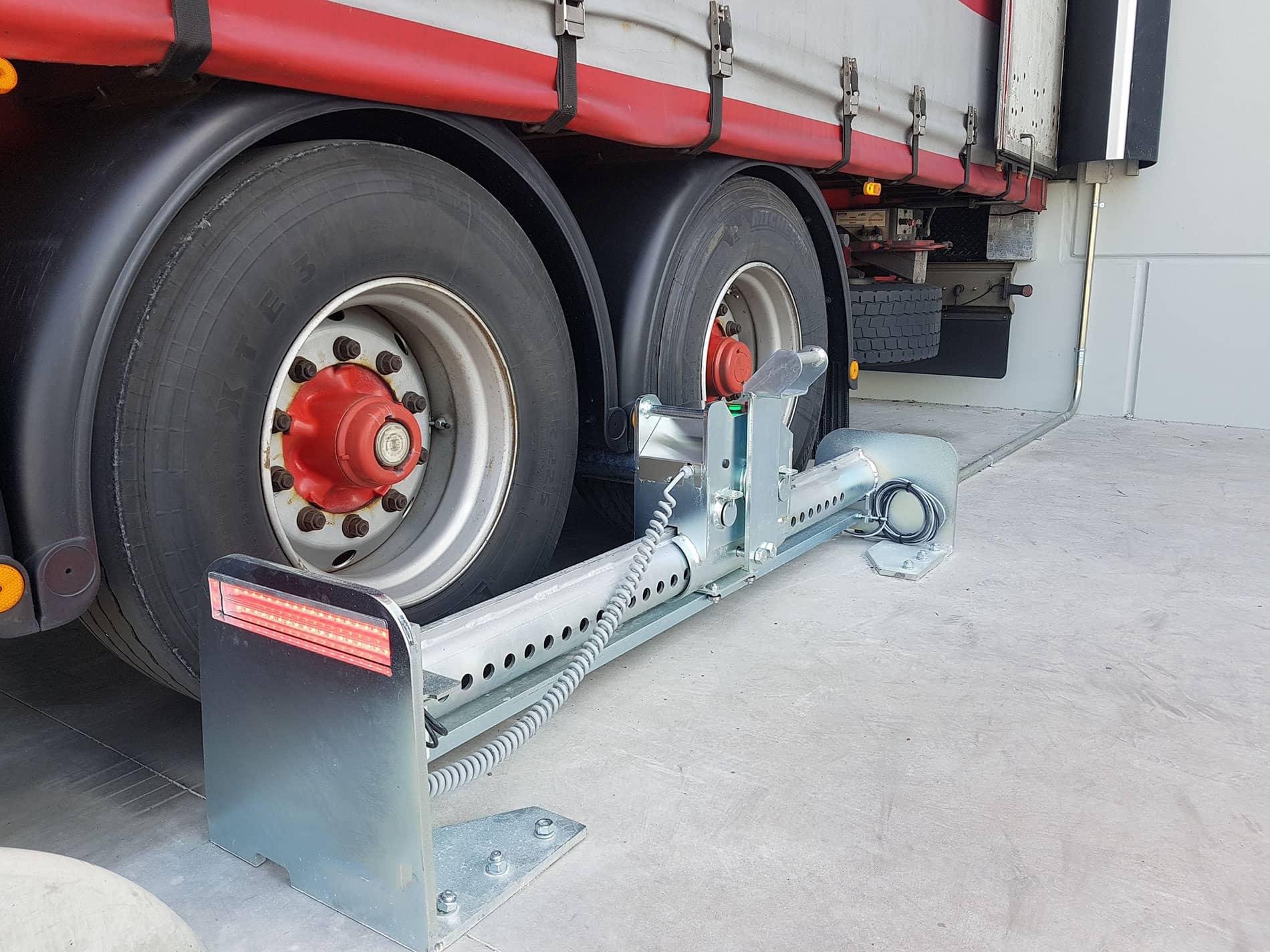 Instalación de puertas industriales y sistemas de carga en Alpla