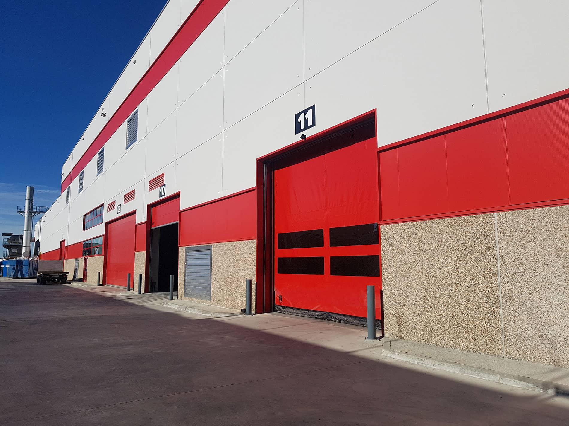 Instalación de sistemas de carga y puertas industriales en Gerosa