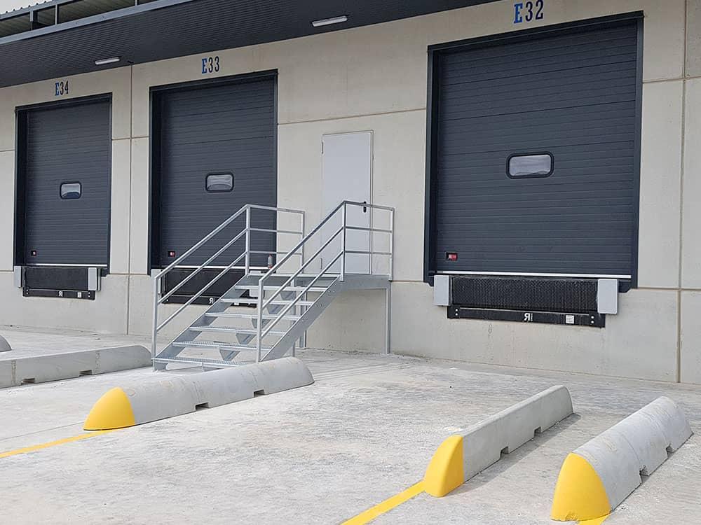 Instalación de puertas industriales y sistemas de carga en Transaher Ribarroja